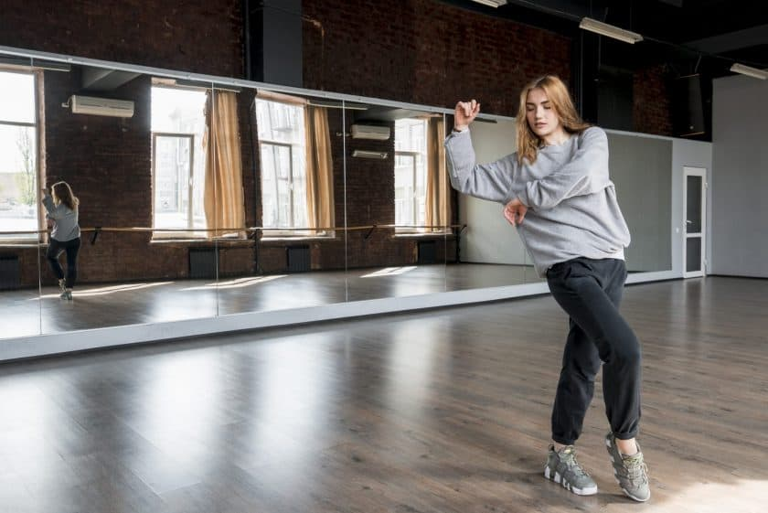 The Most Effective Weight Loss Dance Classes (2021) How Many Calories Can You Burn With Dancing?